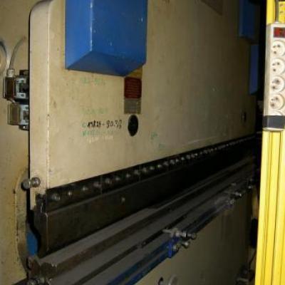 Prasa krawędziowa 125 ton x 2500 mm KNUTH