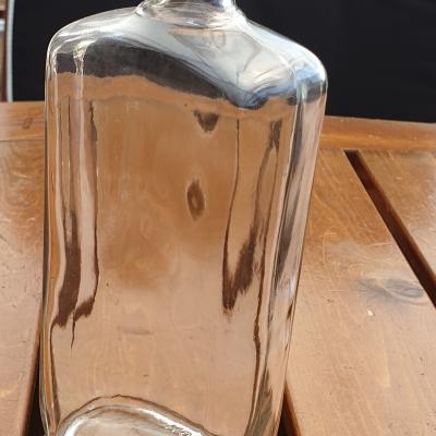 Butelki szklane nowe o pojemności 0,5 L.