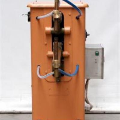 Zgrzewarka punktowa kleszczowa 7,5 kVA.